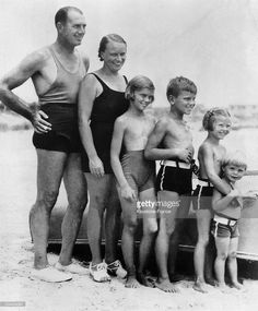 Portrait of the American actress Grace KELLY at the age of 5, with her father, the Olympic rowing champion John KELLY, her mother, brothers and sisters (from left to right) at a New Jersey beach in October 1935.
