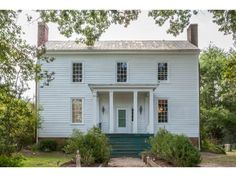 7 White Farmhouses That Will Convince You to Pack Up And Move to the Countryside Victorian Farmhouse, White Farmhouse, American Farmhouse, Victorian Houses, Farmhouse Ideas, Farmhouse Table, Modern Farmhouse, Old Houses For Sale, Old Farm Houses