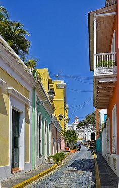 Cerca de Caleta de las Monjas, Old San Juan, Puerto Rico.