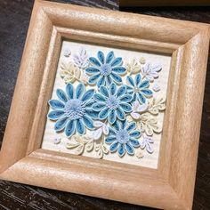 たまにはスッキリと仕上げてみました♥ イベント出店までいよいよ数日! 今日も制作頑張ります( •̀∀•́ )✧ #quillingart #quillingflowers #paperflowers #quilling #クイリング #ペーパークイリング