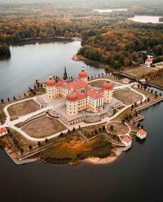 Castles In The World Schloss Moritzburg Germany Places Around The World, The Places Youll Go, Places To See, Around The Worlds, Beautiful Castles, Beautiful World, Beautiful Places, Germany Castles, Medieval Castle