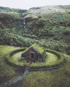 An abandoned tiny, cozy cabin in Iceland. Abandoned Buildings, Abandoned Places, Beautiful World, Beautiful Places, Amazing Places, Cozy Cabin, Adventure Is Out There, Architecture, Destinations