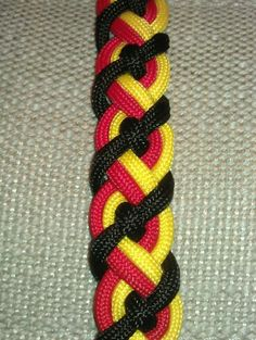 Need to find the instructions for this: The Celtic Bar #paracord #bracelet