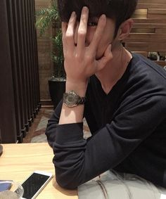 asian, boy, and ulzzang, korean, lmao his hands are so pretty Korean Boys Ulzzang, Cute Korean Boys, Ulzzang Couple, Ulzzang Boy, Korean Men, Asian Boys, Asian Men, Beautiful Boys, Pretty Boys