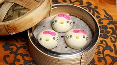 What happen when you merge possibly the two best things on Earth? Hello Kitty dim sum happens.