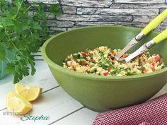 Couscous Salat Rezept zum Grillen, fürs Buffet oder einfach so. Schnell und einfach gemacht, super lecker, leicht und gesund: https://einfachstephie.de/2016/05/27/couscous-salat-rezept/