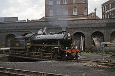 61131 on Nottingham Victoria Turntable September Steam Railway, Standard Gauge, Railway Museum, British Rail, Steamers, Steam Engine, Steam Locomotive, Derbyshire, Nottingham