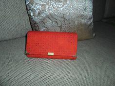 Peňaženka - ručne vyrobená Použ.materiál: bavlna, decovil, lepidlo, nite,                         zips, mag.zap., ozdobka Údržba: pranie v 30°vode + prac.prostr.