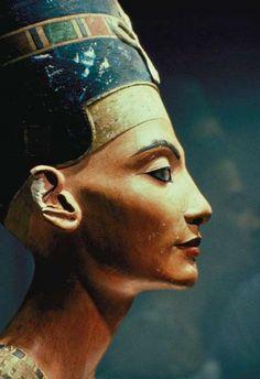 "Nefertiti ""La Belle Est Venue"", épouse d'Amenophis IV, Akhenaton."