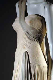 Madame Alix Grès 1950-1951 dress flows like water. Two tone silk jersey with detail to rival a sculpture