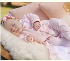 Cute Little Baby, Cute Baby Girl, Baby Boy, Cute Kids Pics, Cute Baby Pictures, Baby Clothes Online, Baby Kids Clothes, Newborn Family Pictures, Cute Babies Photography