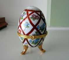 trinket eggs | Vintage Porcelain Egg Trinket Box by AuntieLindasAttic on Etsy