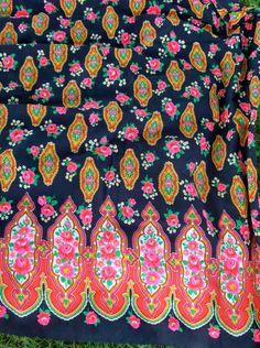 "GYPSY  Vintage 60's Fabric / 14"" Border / 2 Yards / Cotton"