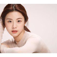 Korean Beauty Tips, Asian Beauty, Face Aesthetic, Asian Model Girl, Beyond Beauty, Beautiful Asian Girls, Woman Face, Face Shapes, Natural Makeup