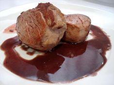 Solomillo de cerdo al Oporto: recetas con vino Pork Recipes, Sweet Recipes, Cooking Recipes, Caviar D'aubergine, Sea Cakes, Salty Foods, Slow Food, Mediterranean Recipes, Cooking Time