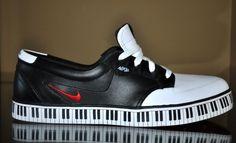 QUERIDOS REYES MAGOS, QUIERO UN PAR DE ESTOS   Nike piano keyboard shoe/trainer/sneaker