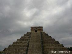 Catillo de Kukulkán. Zona Arqueológica Maya de Chichén Itzá (Yucatán, México).