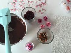 Bruchschokolade selbermachen, wies geht verrät Dir Bakeria.ch auf dem Blog.