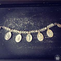 Cristal y piezas de metal ( medallas de santos a elección)