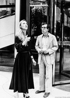Woody Allen & Meryl Streep on the set of Manhattan, 1979 Pier Paolo Pasolini, Cinema Tv, Look At My, Kino Film, Diane Keaton, Film Serie, 10 Film, Film Director, Movies