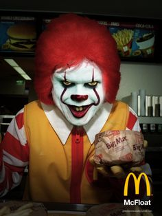 We all McFloat down here. Scary Funny, Funny Horror, Arte Horror, Horror Art, Clown Horror, Horror Movie Characters, Horror Movies, Mcdonalds, Pennywise The Dancing Clown