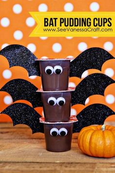 crafty days of halloween) bat pudding cups Adorable bat pudding cups for a spooky good time! Great Halloween snack idea that is perfect for nut-free school parties! The post crafty days of halloween) bat pudding cups appeared first on Halloween Treats. Comida De Halloween Ideas, Dulceros Halloween, Halloween Class Party, Halloween School Treats, Halloween Goodies, Holidays Halloween, Halloween Classroom Decorations, Halloween Snacks For Kids, Class Party Ideas