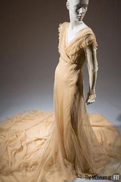 Wedding dress, 1937. Off white, ivory, cream. 30s, 40s vintage wedding dress. Sheer net.