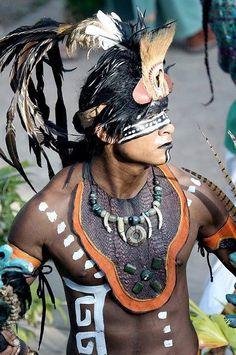 A Maya Native... Piedras, pintura en rostro