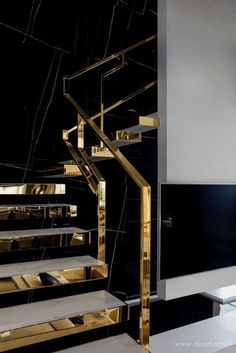 Top 10 Unique Modern Staircase Design Ideas for Your Dream House, Home Accessories, Modern Staircase Design Ideas - Stairs are so usual that you do not provide a second thought. Have a look at best 10 instances of modern staircase tha. Luxury Home Decor, Luxury Homes, Golden Decor, Railing Design, Modern Staircase, Staircase Ideas, Interior Staircase, House Stairs, Modern House Design
