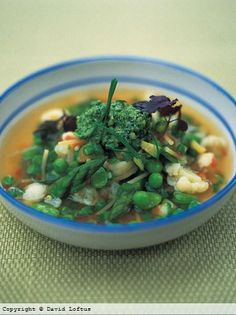 A beautiful veg-packed minestrone soup recipe from Jamie Oliver. This uses delicate spring vegetables so it comes together in just 45 minutes. Soup Recipes, Vegetarian Recipes, Healthy Recipes, Healthy Soup, Pescatarian Recipes, Vegan Soup, Healthy Dishes, Vegan Vegetarian, Healthy Snacks