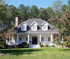 Southern house plan. Really like the floor plan on this one.