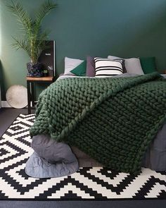 Moody green bedroom with cosy green quilt #greenbedroomideas #bedroomdecor #bedroomideas