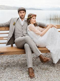 If you are preparing for a vintage-themed wedding,we've gathered for you some cool groom attire ideas. A vintage groom outfit is a must for such wedding. Vintage Wedding Suits, Wedding Men, Boho Wedding, Groom Suit Vintage, Mens Wedding Attire Summer, Vintage Groomsmen Attire, Casual Wedding Suit, Rustic Groomsmen Attire, Casual Groom Attire