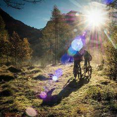 """Was für eine unglaubliche Stimmung! Eingefangen von  @filmevondraussen: """"The air is cool and clear with a scent of excitement and adventure..."""" #mtb #mountainbike #mtbswitzerland"""