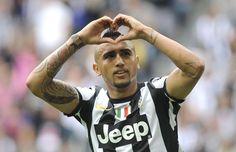 Arturo Vidal festeggia dopo il rigore trasformato contro il Palermo che consegna lo scudetto alla #Juventus