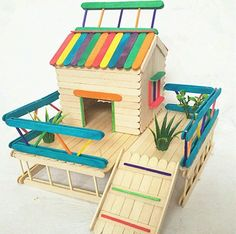 Ideas for doll house ideas diy popsicle sticks Craft Stick Projects, Craft Stick Crafts, Wood Crafts, Diy Projects, Craft Ideas, Recycled Crafts, Plate Crafts, Popsicle Stick Houses, Popsicle Crafts