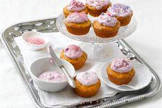 Kuningatar-cupcaket ✦ Leivonnaiset mehevöityvät ja maustuvat kätevästi käyttämällä Valio maustettua rahkaa taikinan joukkossa. Maustetut rahkat sopivat myös kuorrutteisiin. Tällä ohjeella valmistat leivonnaisten aatelia! http://www.valio.fi/reseptit/kuningatar-cupcaket/