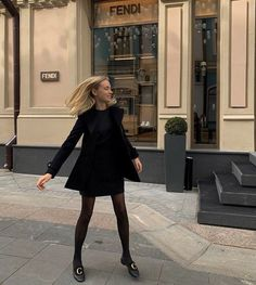 34 All Black Street Style Outfits - How to style black outfits Simple Outfits, Fall Outfits, Cute Outfits, Fashion Outfits, Looks Style, My Style, All Black Outfit, Mode Inspiration, Skirt Outfits