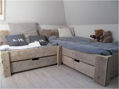 nl - lovely muted colour scheme for kids bedroom, change blue for a different look, coral maybe? Kid Beds, My New Room, Pallet Furniture, Pallet Beds, Boy Room, Interior Design Living Room, Home And Living, Room Inspiration, Kids Bedroom