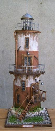 Tegola decorata a faro antico