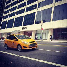 #Iconic #NewYorkCity - #YellowCab #iloveny #nyc #newyork #ny #Nycandtours #turistinewyork #dansk #TourGuide #walkingtour #NYcSightseeing #GraceBuilding #BryantPark