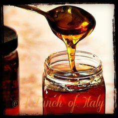 Golden Syrup fatto in Casa per le amanti delle cucina Americana e Britannica. Facile da fare,seguendo questa ricettina e non ne potrete piu fare a meno!