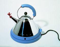 Una parte della storia italiana raccontata attraverso l'evoluzione degli elettrodomestici da cucina nel corso degli anni, spaziando dal frigorifero al microonde, dalla caffettiera al tostapane, dal tritarifiuti alle cappe assorbenti, dai bollitori ai mixer, dalle friggitrici alle gelatiere: in occas