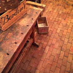 Renovation Inspiration: Cartolina's DIY End-Grain Block Flooring Brick Look Wood Block Flooring, End Grain Flooring, Diy Wood Floors, Diy Flooring, Wood Blocks, Kitchen Flooring, Flooring Ideas, Hardwood Floors, Inexpensive Flooring