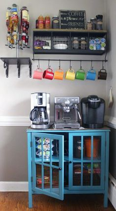 The best ways to build your own Coffee Station at Work, these ideas will Leave you speechless Coffee Bar Home, Home Coffee Stations, Coffee Corner, House Coffee, Coffee Tin, Coffee Club, Coffee Truck, Coffee Shops, Starbucks Coffee