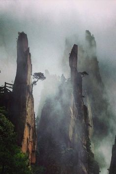 Huang Shan (photo by Sha Hwang) The Places Youll Go, Places To See, Beautiful World, Beautiful Places, China Travel, Photo Reference, Amazing Nature, Nature Photos, The Great Outdoors