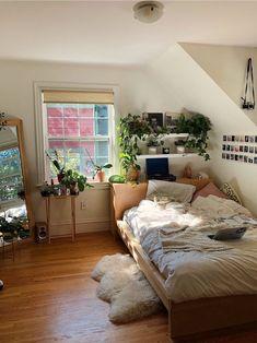 Cozy Apartment Decor, Bedroom Apartment, Room Ideas Bedroom, Bedroom Inspo, Diy Bedroom, Bedroom Rustic, Bedroom Vintage, Modern Bedroom, Bedroom Nook