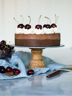 Mjölkchokladmoussetårta med daim och ballerina Milk chocolate mousse cake with daim and ballerina Cake Recipes, Dessert Recipes, Chocolate Mousse Cake, Cake Ingredients, Food Cakes, No Bake Desserts, Let Them Eat Cake, Cake Cookies, Vanilla Cake