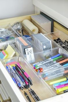 13 Smart Home Office Organization Ideas For You When I work at home and spend my time staying in my home office, I want it to be super organized! Here are 13 smart home office organization ideas for you