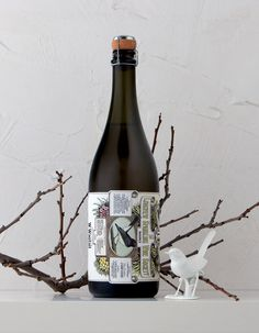 Australian wine - vintage design, and a bird on it. love.;